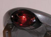 Micro Cat Eye Rückleuchte inkl. Kennzeichenbeleuchtung, Glas rot - Gehäuse schwarz - Größe ca. 68 mm x 42 mm