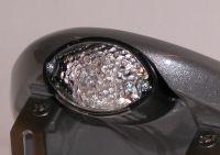 Micro Cat Eye LED Rückleuchte inkl. Kennzeichenbeleuchtung, Glas transparent - Größe ca. 68 mm x 42 mm